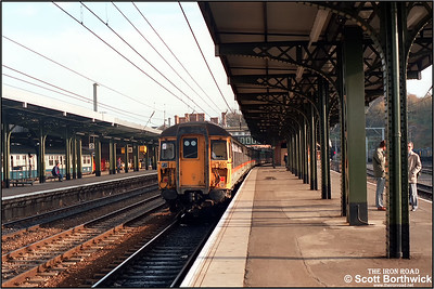 309614 is at the rear of an Ipswich-London Liverpool Street service awaiting departure from Ipswich on 03/10/1986.