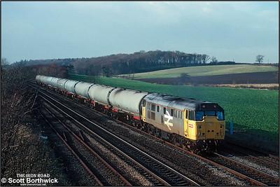31163 passes Knabbs Bridge, Melton Ross with 6D96 1058 SX Welton-Immingham Transit Quay on 19/11/1990.