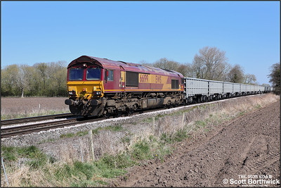 66199 provides the power for 4Z66 1035 MO Q Peterborough West Yard-Toton North Yard at East Goscote on 19/04/2021. The train is usually a class 6 but on this occasion was running as a class 4.