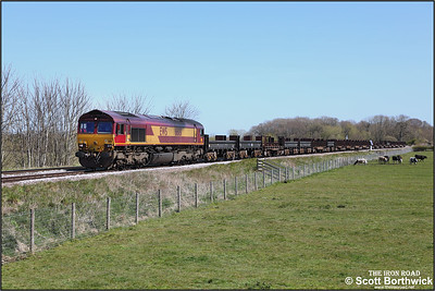 66181 passes Rearsby with 6V92 1034 Corby BSC-Margam TC on 22/04/2021.