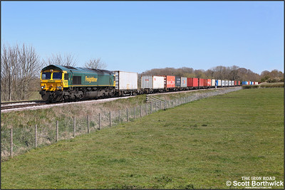 66571 passes Rearsby with 4M81 0801 Felixstowe South-Crewe Basford Hall SSN on 22/04/2021.
