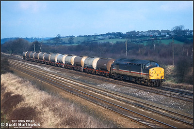 37419 approaches Clay Cross Jnct at Tupton whilst working 6V14 0808 MWFO Hull Saltend BP Chemicals-Baglan Bay BP Chemical Industries acetic acid tanks on 01/02/1993.