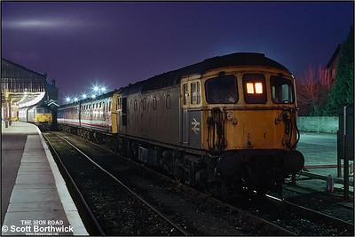 33102 sits in the bay at Salisbury between workings on 25/01/1991.