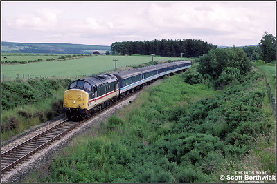 37431 passes Orbliston whilst in charge of 1H33 1516 Aberdeen-Inverness on 12/07/1993.
