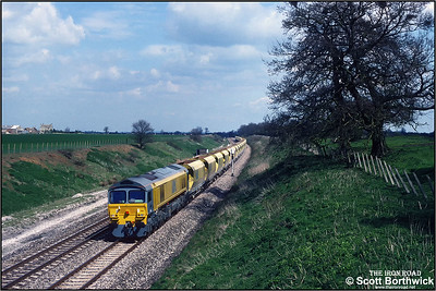 59104 approaches Shrivenham whilst working 6V17 1000 Allington ARC Sdg-Whatley Quarry on 19/04/1991.