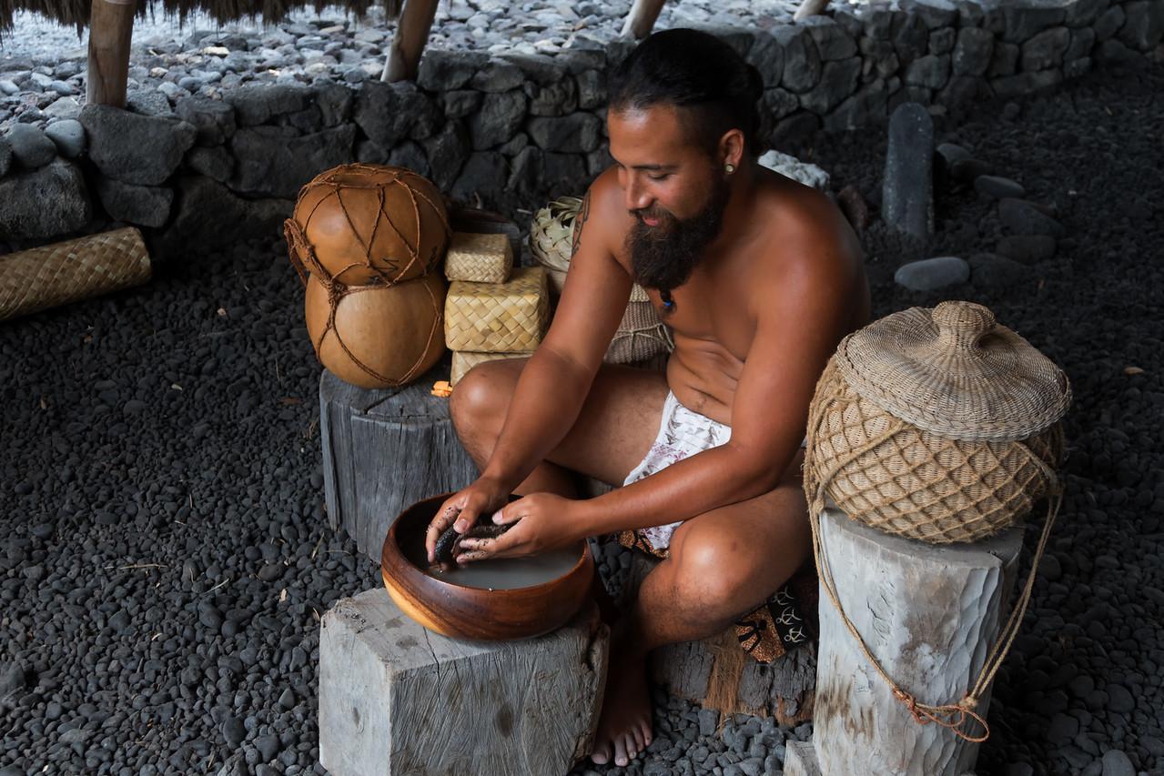 Cultural practitioner Kahakaʻioikamalie Ravenscraft<br /> (Pu'uhonua o Honaunau)