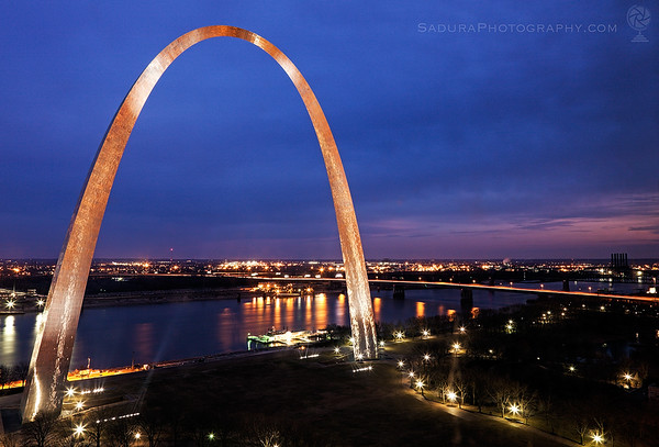 St Louis Arch at night