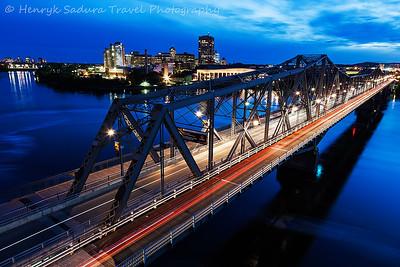 Alexandra Bridge at night