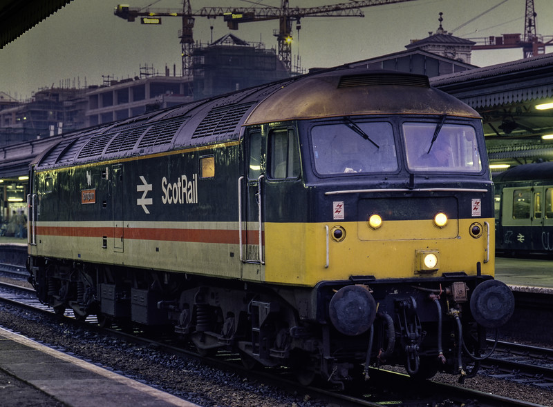 """47637 """"Springburn"""" at Reading, prior to working 1O07, the 08:25 Glasgow Central - Poole, forward from Reading, on 5th December 1987. Scanned Transparency."""