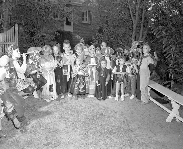 JC_LF_000533_Kitty Brown Birthday_Halloween_10-28-1948