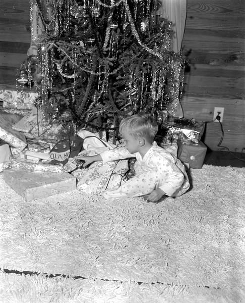 JC_LFN)000384_John David Luke Christmas 1948