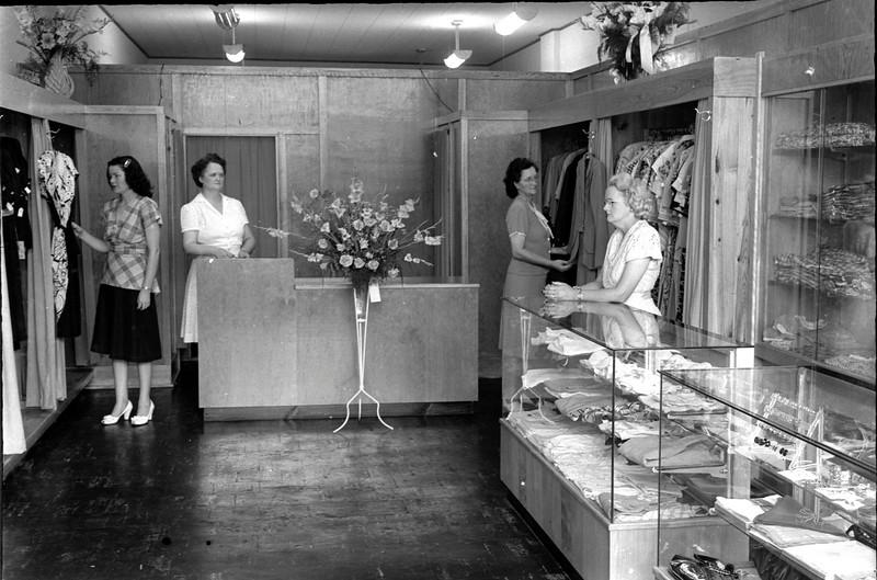 JC_LF_000499_Artistic Dress_7-17-1947