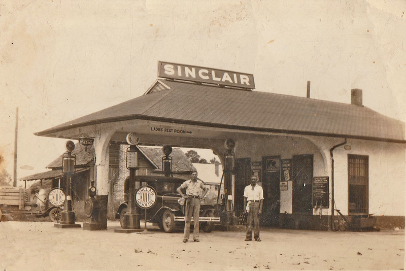 Sinclair Station on McPherson Avenue and East Dennis Street, c.1935