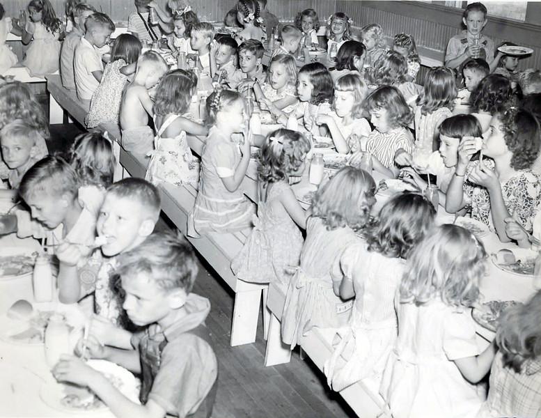 1945-46 NASHVILLE ELEMENTARY -ZANE GRIFFIN, M.C. SMITH NEER MIDDLE OF PHOTO