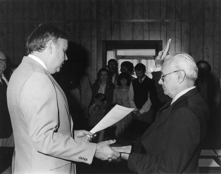 Judge Knight swearing in Johnny Pat Webb prob Jan 1981