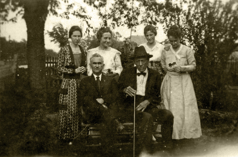 Children and in-laws  of Marshal William A. Hyers, killed in the line of duty in Adel Georgia in 1902. Seated left to right are William Hyers, Jr. and Thomas M. Hyers. Standing left to right are believed to be Henrietta Hyers Hall Parker, _______________, ______________, and Lillian Hyers, wife of Thomas. Photo courtesy of Dr. Thomas Hyers.