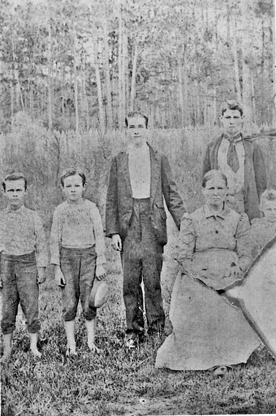 Jacob Ann Giddens with Isaac Weaver Family Members c1895