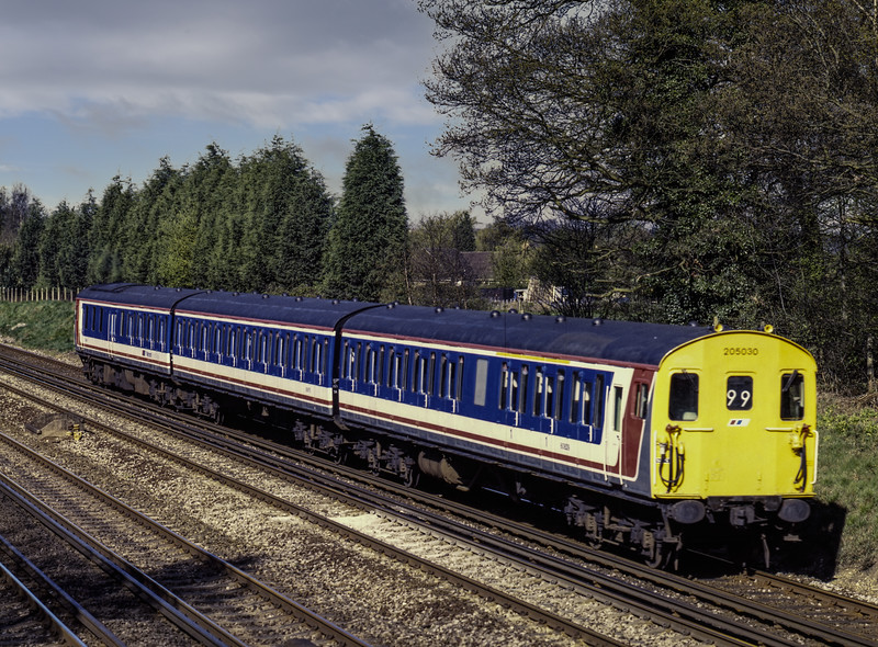 205030 at Old Basing with 5Y47, the 08:52 Eastleigh - Selhurst T&RSMD, on 15th April 1989. Scanned Transparency.