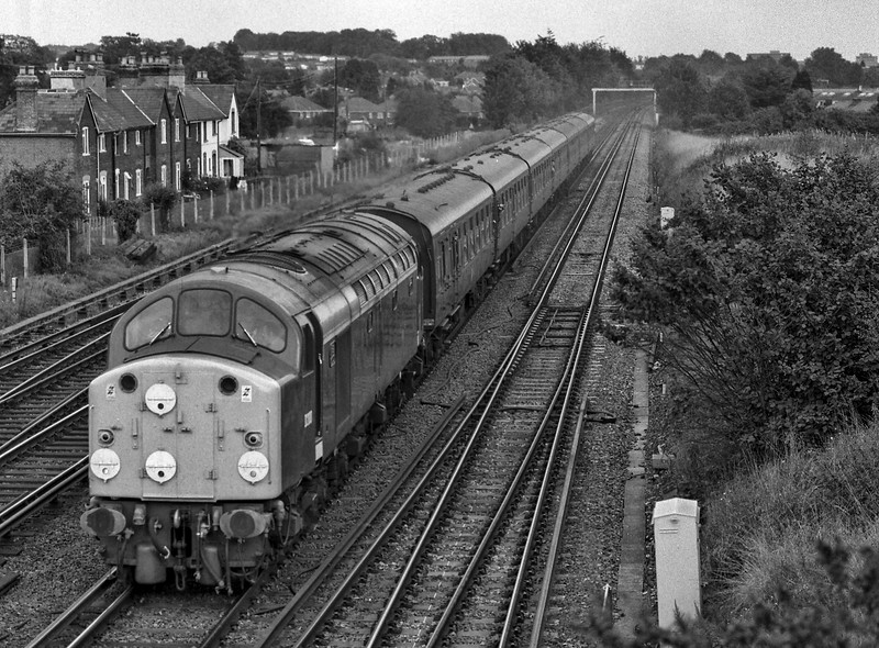 40122 (D200) at Worting Junction with 2Z18, the 14:30 Basingstoke - Andover, <br /> on 27th September 1987. This was a special service run in connection with the <br /> Basingstoke Rail Show. Scanned Negative.