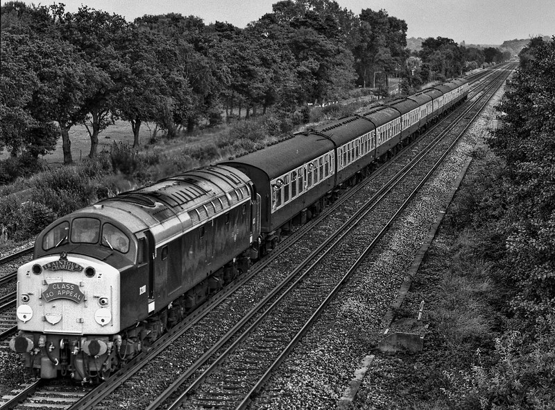 """40122 (D200) running between Farnborough and Fleet with 1Z36, the """"Desert Songster"""" railtour, organised by Traintours Limited, on 31st August 1987. Scanned Negative."""