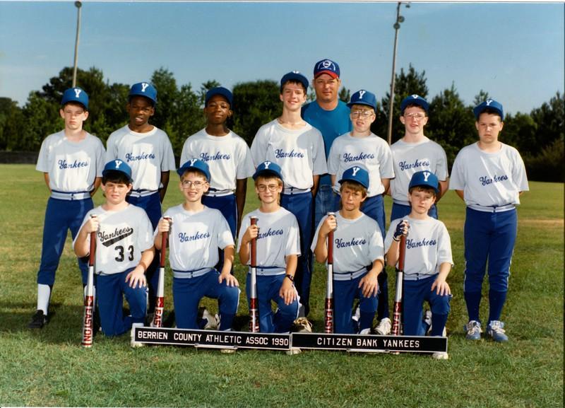 1990 Little League Citizens Bank Yankees Baseball Team<br /> <br /> Front:  Ken Croft, Derrick Rowan, ___ Rowe, _____,  _____.<br /> 2nd Row:  _____,  _____,  _____, Heath Davis, Patrick Gaskins, _____,  Darian Futch.<br /> Back:  Coach Ronnie Gaskins