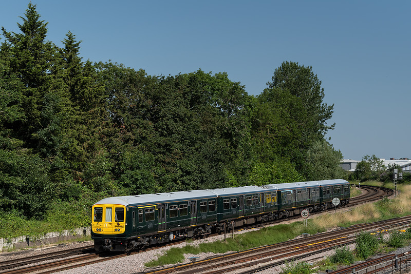 769930 comes off the Reading Line at Guildford with 5Q10, the 09:15 Reading Traincare Depot - Reading Traincare Depot, via Gatwick Airport, on 19th July 2021.