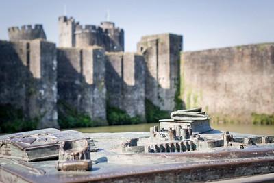 Caerphilly Castle & Centre 200920 -026 BRONZE sculpture 500th scale model by artist Rubin Eynon