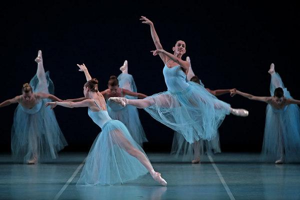 Serenade by George Balanchine (© The George Balanchine Trust)