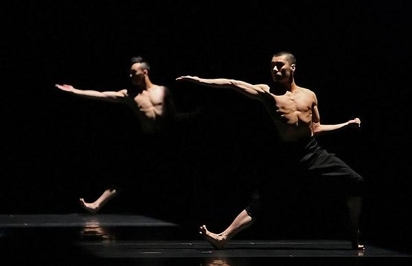 Guangdong Modern Dance Company, China-Upon Calligraphy As the Form of Regular Script, Choreography:Liu Qi, Costumes:Wu Bin, Lighting Design:Goo Boon Ann,Dancers:Liang Yu, Ma Kang, Rao Guojing, Chen Xiewei, Yang Hao