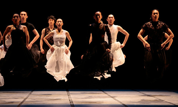 Beijing LDTX Modern Dance Company (China) performing The Cold Dagger, choreographed by Li Han-zhong and wife, Ma Bo