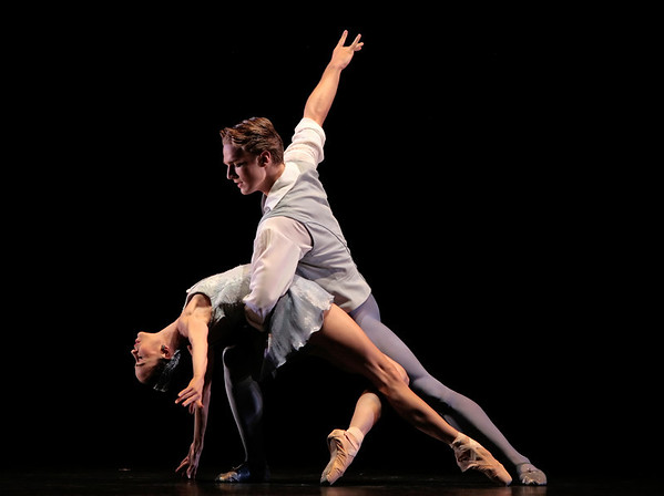 Amy Fote and Jonathan Davidsson in Falling