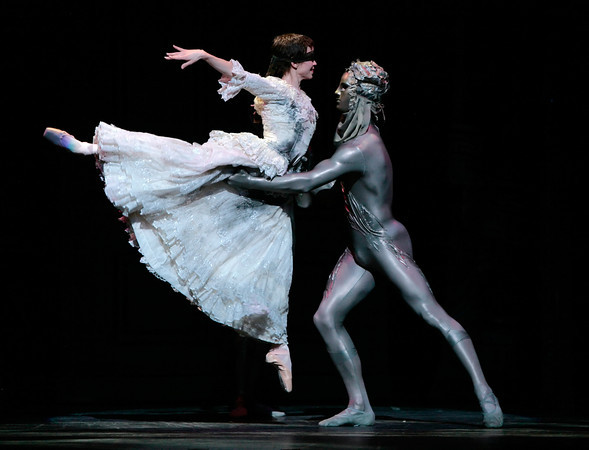 Amy Fote and Robert Arold in Stanton Welch's Cinderella