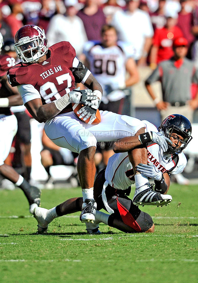 OCT 30 2010:  <br /> Texas A&M Aggies tight end Nehemiah Hicks #87 catches a pass for a first down in a game between Texas Tech Red Raiders and Texas A&M Aggies at Kyle Field Stadium in College Station, Texas.<br />  Aggies win 45-27.<br /> (Credit Image: © Manny Flores/Cal Sport Media)
