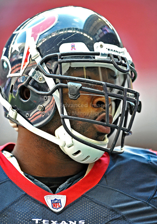 Oct 17 2010:  <br /> Houston Texans defensive end Mario Williams #90 in action<br /> in a game between Kansas City Chiefs and the Houston Texans at Reliant Stadium in Houston, Texas.<br /> Houston wins 35-31<br /> (Credit Image: © Manny Flores/Cal Sport Media)