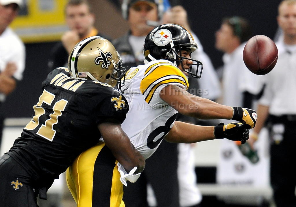 OCT 31 2010:  <br /> Pittsburgh Steelers wide receiver Hines Ward #86 tries to pull down the ball as he is tackled by New Orleans Saints linebacker Jonathan Vilma #51 in a game between Pittsburgh Steelers and New Orleans Saints at the Louisiana Superdome Stadium in New Orleans, LA.<br />  Saints win 20-10<br /> (Credit Image: © Manny Flores/Cal Sport Media)