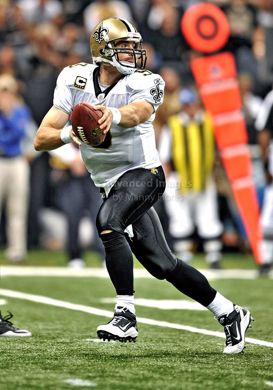 Sept 26 2010:  <br /> New Orleans Saints quarterback Drew Brees #9 rolls out<br /> in a game between Atlanta Falcons vs New Orleans Saints at the Superdome in New Orleans, LA. <br /> Atlanta Falcons win in overtime 27-24<br /> (Credit Image: © Manny Flores/Cal Sport Media)