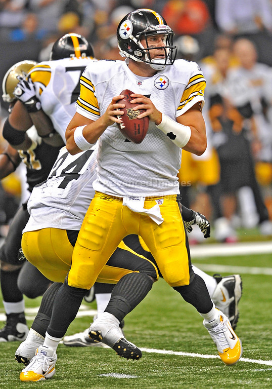 OCT 31 2010:  <br /> Pittsburgh Steelers quarterback Ben Roethlisberger #7 in action in a game between Pittsburgh Steelers and New Orleans Saints at the Louisiana Superdome Stadium in New Orleans, LA.<br />  Saints win 20-10<br /> (Credit Image: © Manny Flores/Cal Sport Media)