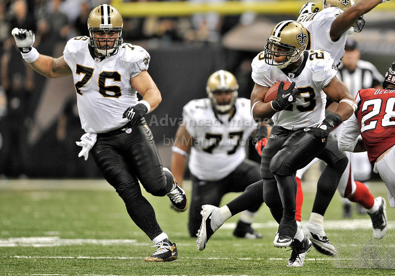 Sept 26 2010:  <br /> New Orleans Saints running back Pierre Thomas #23 gets open as New Orleans Saints center Jonathan Goodwin #76 paves the way<br /> in a game between Atlanta Falcons vs New Orleans Saints at the Superdome in New Orleans, LA. <br /> Atlanta Falcons win in overtime 27-24<br /> (Credit Image: © Manny Flores/Cal Sport Media)