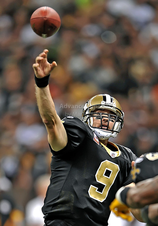 OCT 31 2010:  <br /> New Orleans Saints quarterback Drew Brees #9 passes the ball in a game between Pittsburgh Steelers and New Orleans Saints at the Louisiana Superdome Stadium in New Orleans, LA.<br />  Saints win 20-10<br /> (Credit Image: © Manny Flores/Cal Sport Media)
