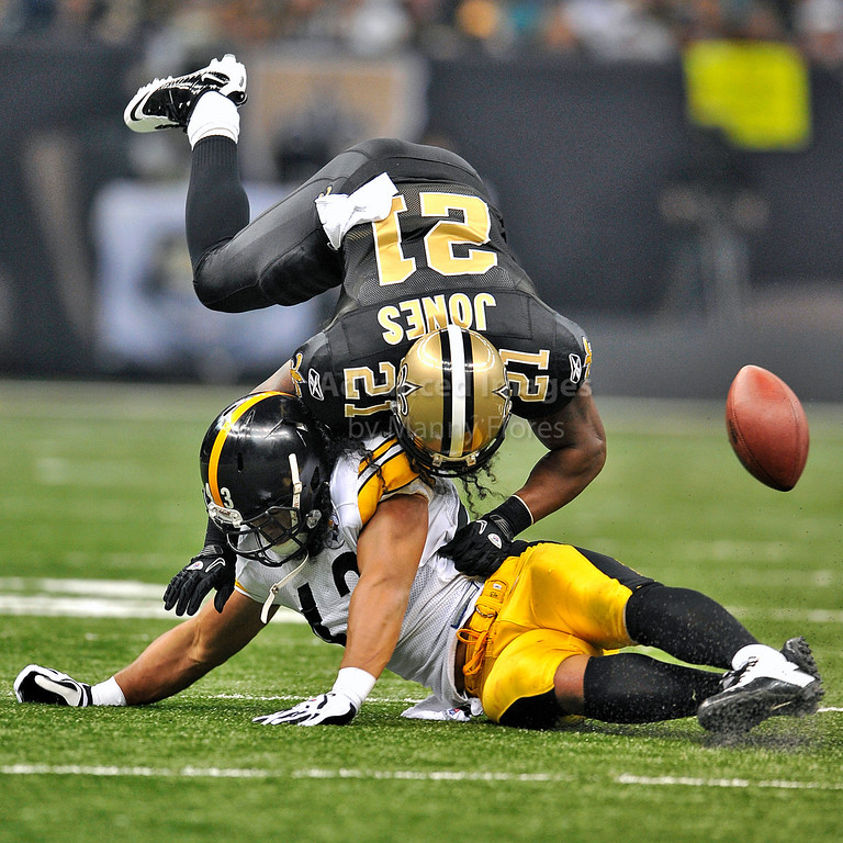 OCT 31 2010:  <br /> Pittsburgh Steelers safety Troy Polamalu #43 hits New Orleans Saints running back Julius Jones #21 in a game between Pittsburgh Steelers and New Orleans Saints at the Louisiana Superdome Stadium in New Orleans, LA.<br />  Saints win 20-10<br /> (Credit Image: © Manny Flores/Cal Sport Media)