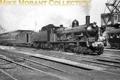 Cdf du Nord du Bousquet - de Glehn 4-cylinder compond Atlantic no. 2.669 departs from Boulogne Gare Maritime on 29/9/33. [Mike Morant collection]