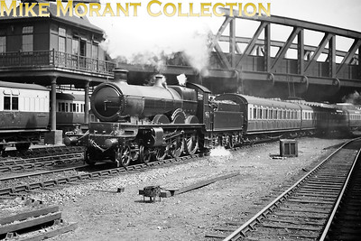 GWR Churchward 'Star' class 4-6-0 no. 4015 Knight of St. John departs from Paddington station on 10/8/1929. No. 4015 entered GWR service in March 1908 and survived into the BR era being withdrawn at 82C Swindon in February 1951. [Mike Morant collection]