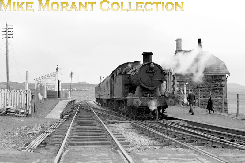Collett 5600 class 0-6-2T no. 5621 at Cwm Bargoed (near Dowlais) which is still rail connected. 5621 was probably an 88D Merthyr based engine when this shot was taken. Built in 1925 she was withdrawn from 88D Rhymney mpd in June 1965.<br> [<i>Mike Morant collection</i>]