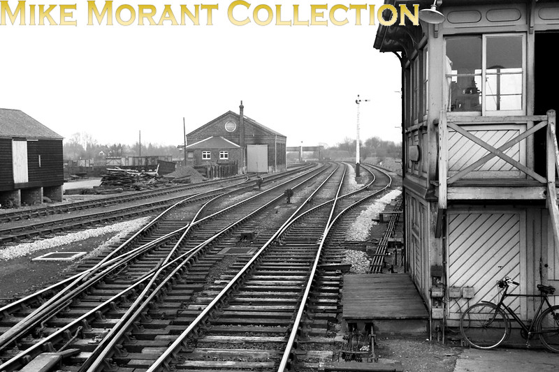 The throat at the London end of Amersham station circa 1960 and no sign of the electrification that woul arrrive in the near future.<br> [<i>Mike Morant collection</i>]
