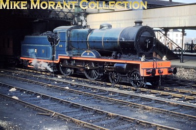 Vintage Irish railways - GNR(I) - Great Northern Railway (Ireland) 'V' class 3-cylinder compound 4-4-0 no. 86 PeregribeMerlin Dublin, Amiens St. station. [Mike Morant collection]