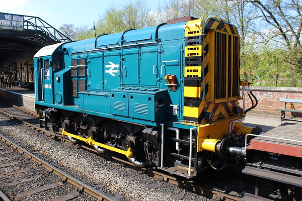 08850 at Pickering giving brake van rides with 08495 on the other end. 05.05.18