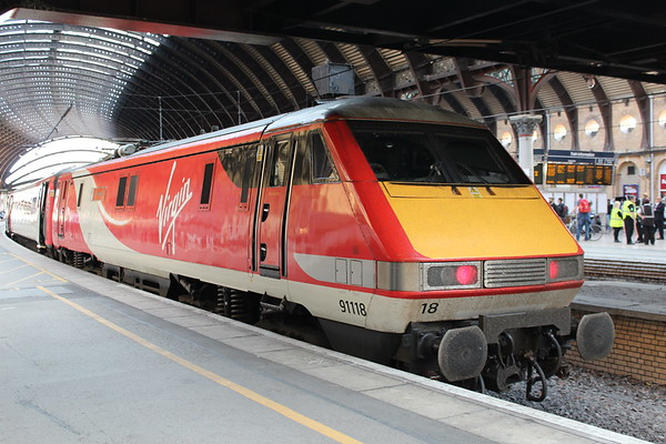 91118 at York on 1E23 1630 Edinburgh Waverley - London Kings Cross. 19.05.18