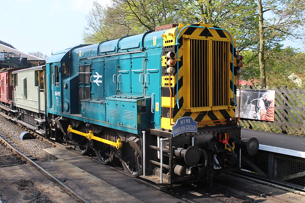 08495 at Pickering giving brake van rides with 08850 on the other end. 05.05.18