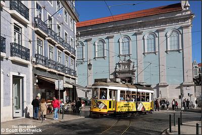 573 enters Praça Luís de Camões with a No.28 service to Prazeres on 13/11/2017.