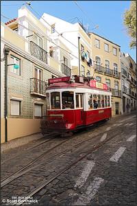 7 works a Hills Tramcar Tour down the Calçada de São Vicente on the on 14/11/2017.